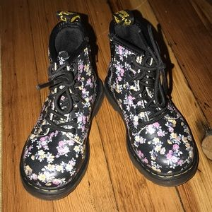🥀🌸Dr. Martens Black Flowered Boots 🥀🌸